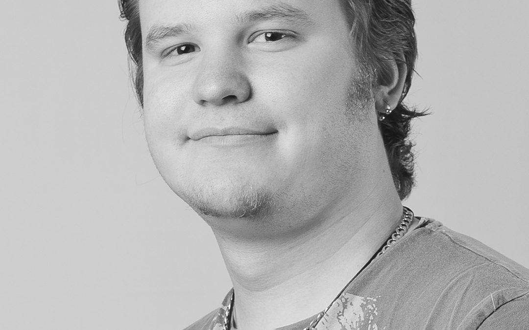 Alexander fyller 22 lokaltidningar – följ hans praktik på tidningshuset Mediaprofilering
