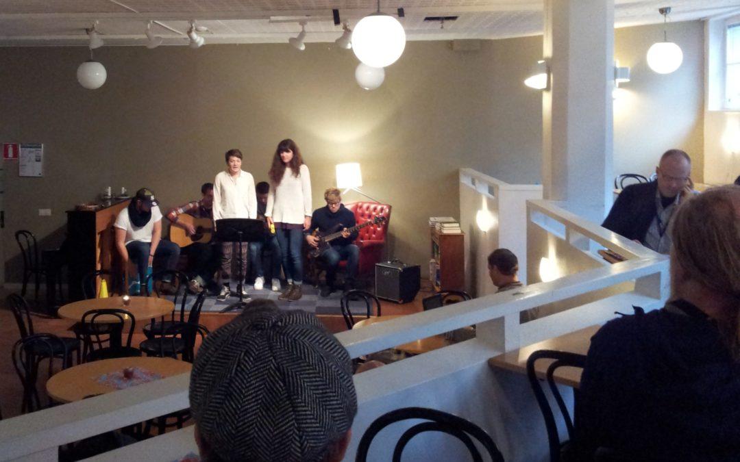 Musiklinjen spelar på Café Ny Gemenskap/Korskyrkan