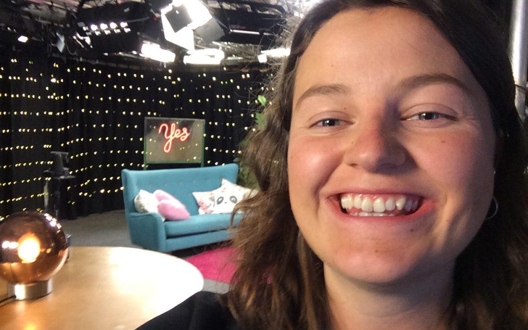 Morgonmöte, slalom och saltgurka – följ Guro på TV-praktiken