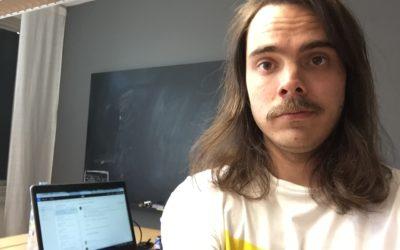 Bland mustascher och sidflikar – Alexander gör journalistpraktik på SVT