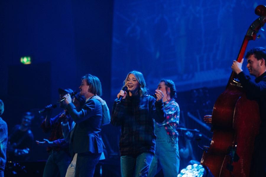 låtskrivare uppträder gala