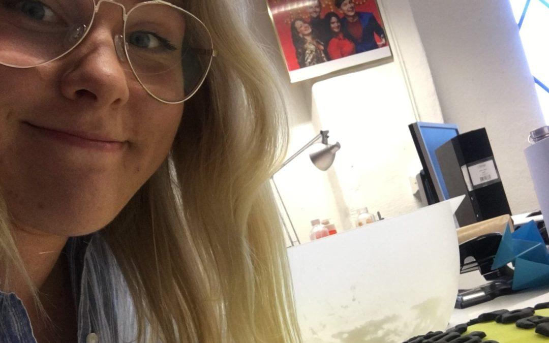 Konsten att jobba med rekvisita till TV – följ Amanda på långpraktiken