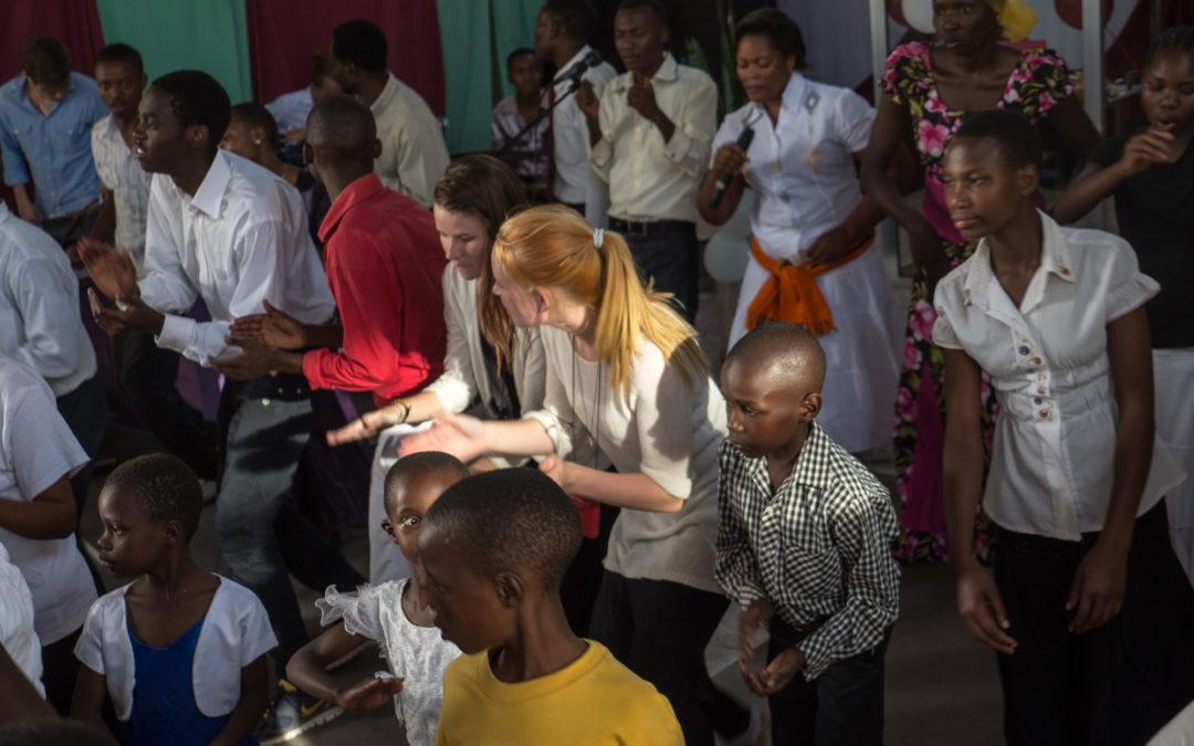 Från Zanzibar till Arusha. Följ Bibel + i Tanzania