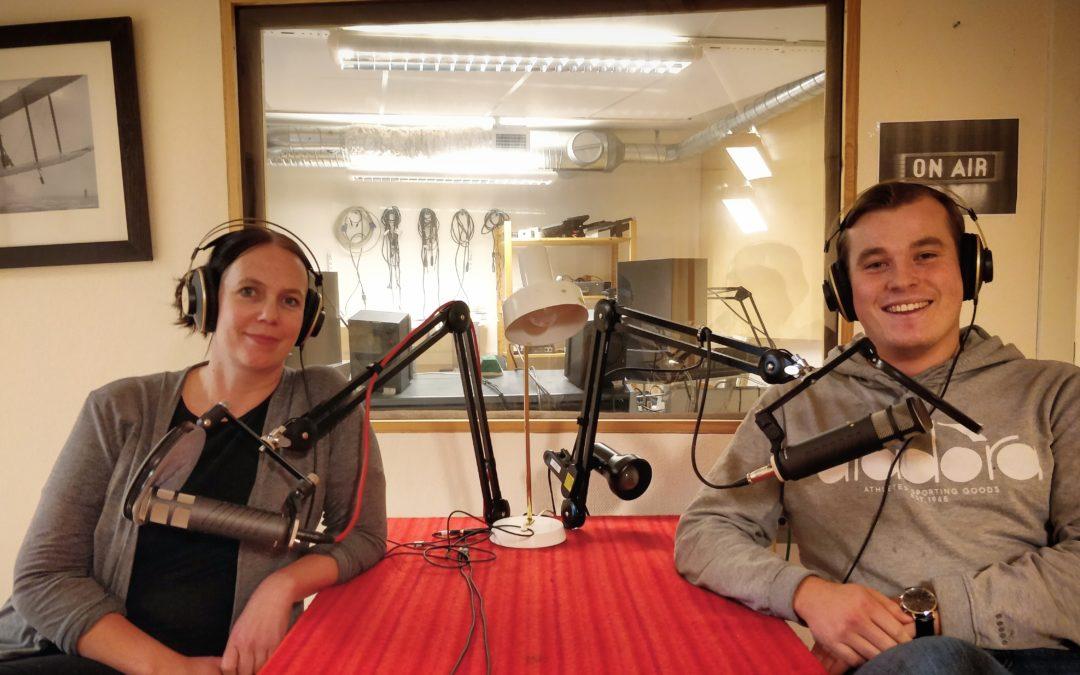 Läktarkultur, nobelpris och gröt – Lyssna på Radio Enytt idag kl 13