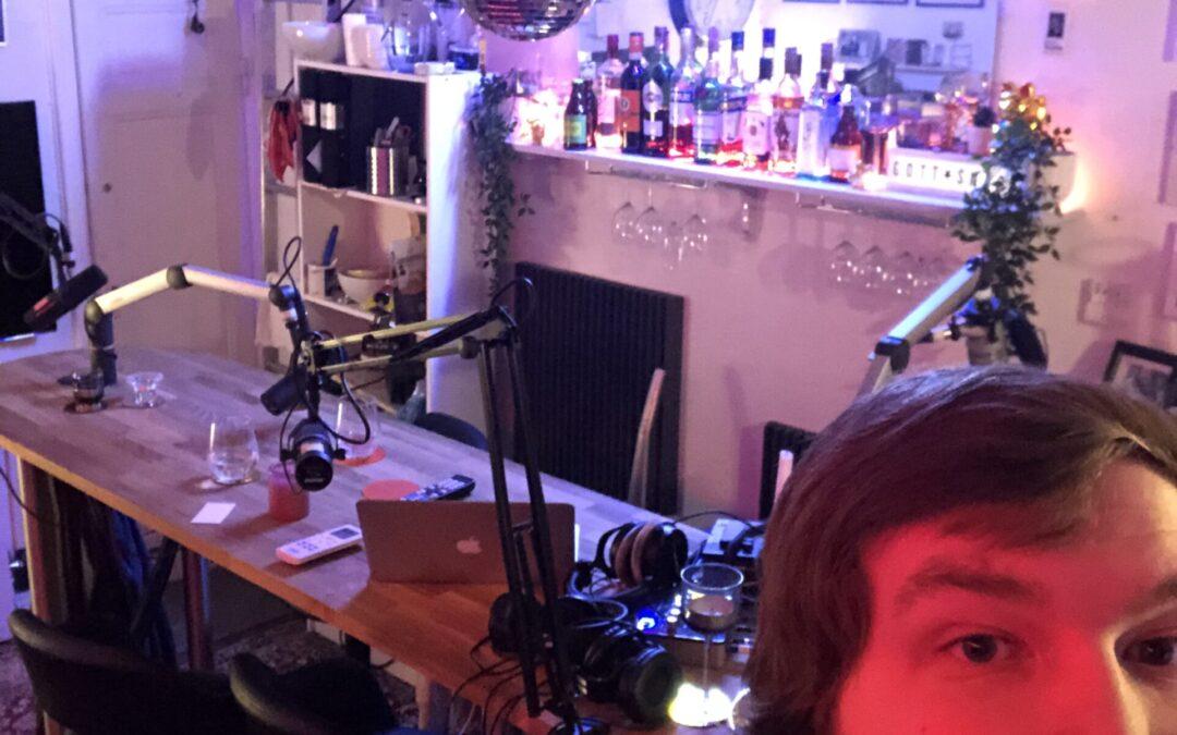 Emil praktiserar på radioprogrammet Gott snack