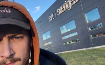Felix gör research och ringer kennelklubbar på praktiken på SVT Göteborg